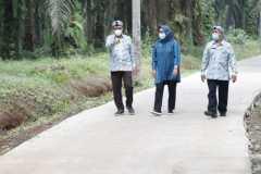 Bupati Bogor periksa hasil `Satu Miliar Satu Desa` di Rancabungur